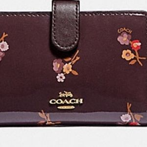 Selling used but excellent condition Coach Wallet